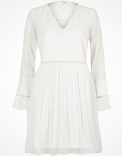 River Island Cream lace long sleeve smock dress