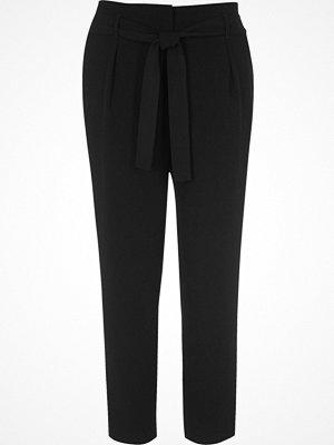 River Island svarta byxor Black tie waist tapered trousers