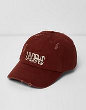 Mössor - River Island Burgundy 'Undone' embroidered distressed cap
