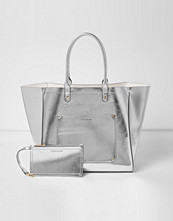 Handväskor - River Island Silver metallic winged tote beach bag