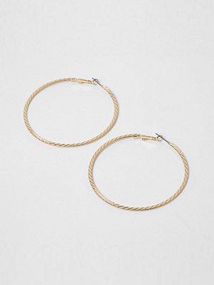 Smycken - River Island Gold tone faceted hoop earrings