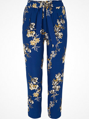 River Island Petite blue floral print tapered trousers