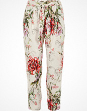 River Island Petite cream floral print tapered trousers