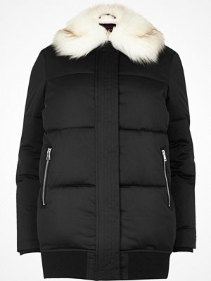 Kappor - River Island Black puffer coat with faux fur trim