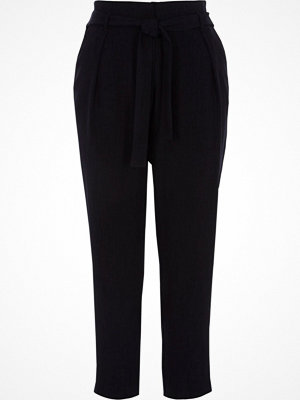 Byxor - River Island Navy tie waist tapered trousers