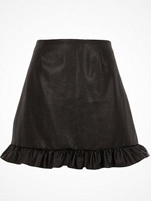 Kjolar - River Island Black faux leather frill hem mini skirt