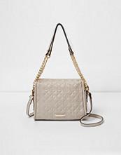 Handväskor - River Island Grey quilted mini chain tote bag