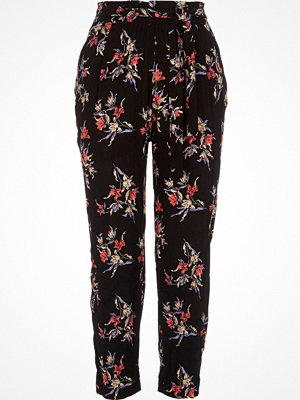 Byxor - River Island Black floral print tapered trousers