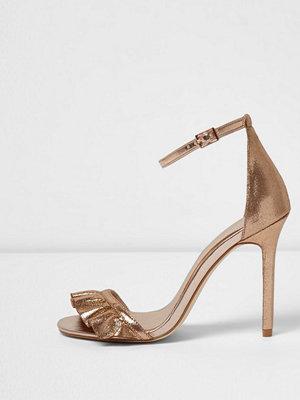 Sandaler & sandaletter - River Island Gold wide fit frill barely there sandals