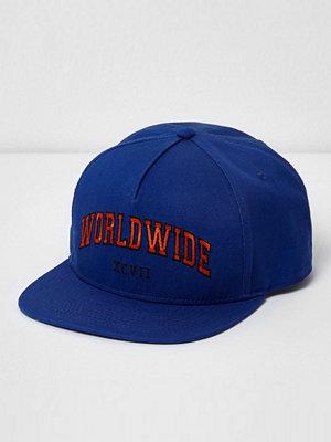 Mössor - River Island River Island Mens Blue 'worldwide' snapback flat peak cap