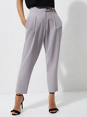 River Island ljusgrå byxor River Island Womens Petite Grey tapered trousers