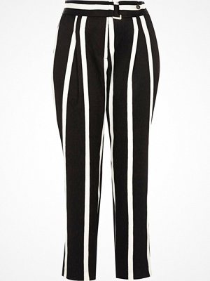 River Island svarta randiga byxor Petite Black stripe tapered leg trousers