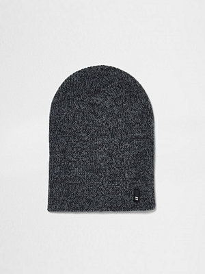 Mössor - River Island Grey twist knit slouch beanie hat