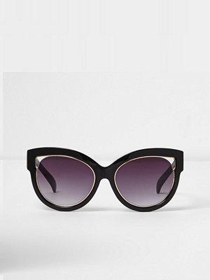 Solglasögon - River Island Black cut out gold trim cat eye sunglasses