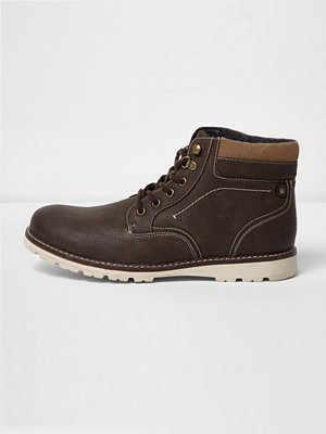 Boots & kängor - River Island Brown lace-up contrast sole work boots