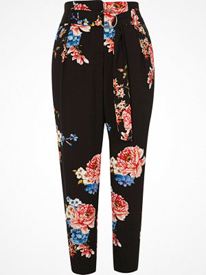 River Island mönstrade byxor River Island Womens Petite Black floral print tapered trousers