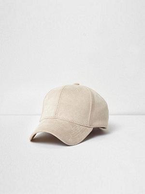Mössor - River Island Cream faux suede baseball cap