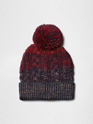 Mössor - River Island Red and navy cable knit bobble beanie hat