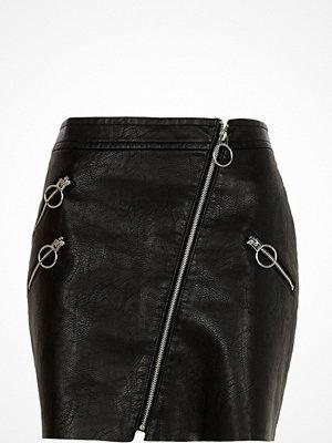 River Island Black faux leather patent hoop zip mini skirt