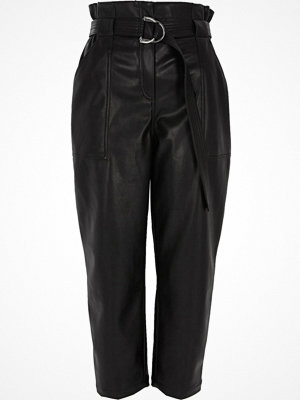 River Island svarta byxor Black faux leather paper bag waist trousers