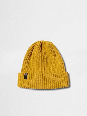 Mössor - River Island Mustard ribbed knit beanie hat