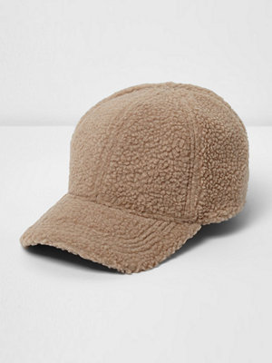 Mössor - River Island Stone teddy baseball cap