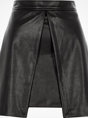 River Island Black faux leather front split mini skirt