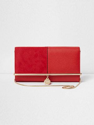 River Island röd kuvertväska Red bar top charm clutch bag