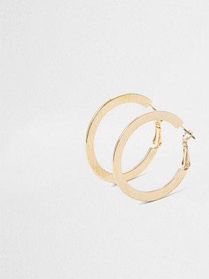 River Island örhängen Gold tone flat textured hoop earrings