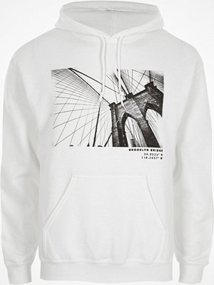 Street & luvtröjor - River Island White Brooklyn Bridge print hoodie