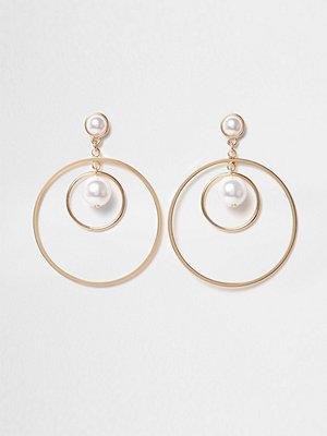 River Island örhängen Gold tone faux pearl hoop earrings