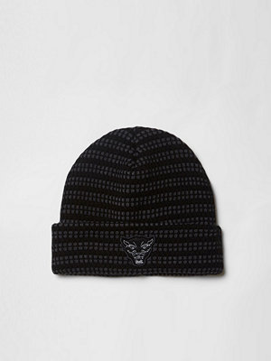 River Island Grey knitted badge beanie hat