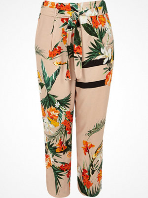 River Island mönstrade byxor Plus Pink floral tie waist tapered trousers