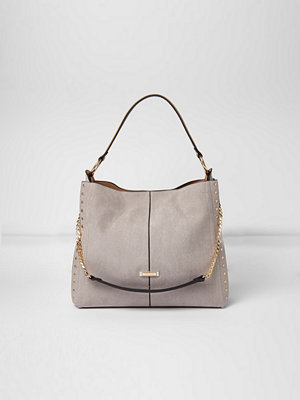 River Island omönstrad axelväska Grey studded chain handle slouch bag