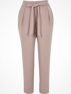 River Island persikofärgade byxor Light Pink tie waist tapered trousers