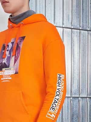 Street & luvtröjor - River Island Orange Blood Brother 'caution' print hoodie