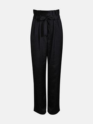 Bik Bok svarta byxor Amy Satin trousers - Svart