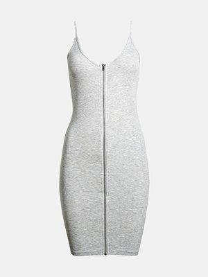 Bik Bok Tiffany klänning - Ljusgrå