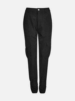 Bik Bok svarta byxor Julia cargo trousers - Svart
