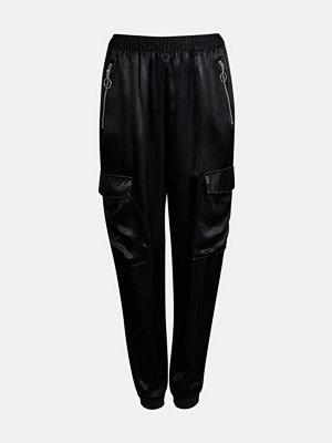 Bik Bok svarta byxor Shine cargo trousers - Svart
