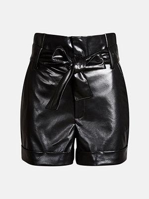 Shorts & kortbyxor - Bik Bok Caisa PU shorts - Svart
