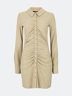 Bik Bok Tilly klänning med knäppning - Offwhite