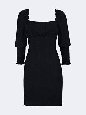 Bik Bok Dima klänning med öppen rygg - Svart