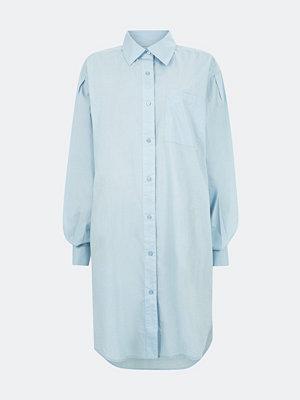 Bik Bok Linnie skjortklänning i bomull - Ljusblå
