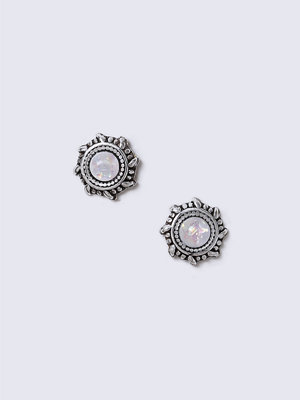 Gina Tricot örhängen Opal White Engraved Stud Sterling Silver Earrings
