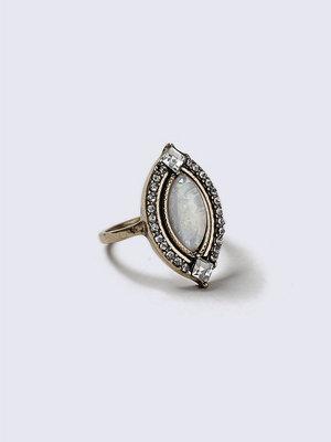 Gina Tricot White Rhinestone Stone Vintage Ring