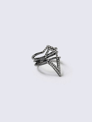 Gina Tricot Crystal Black Triangle Ring