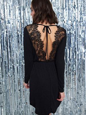Gina Tricot Matilda klänning med öppen rygg