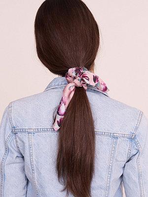 Gina Tricot Saga scarf