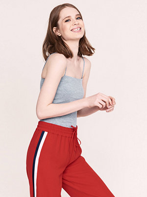 Gina Tricot Scarlet linne